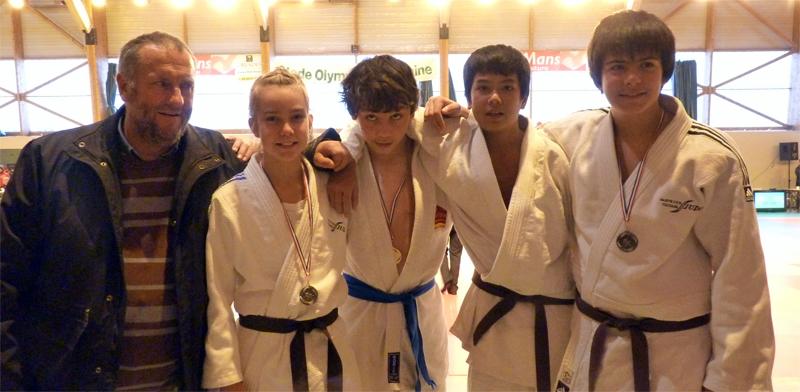 Le groupe minime de Sainte Luce Thouaré Judo au Mans
